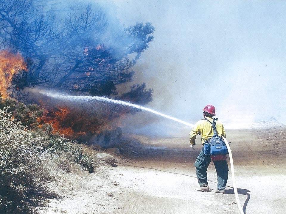 How are firefighters adapting to the increased number of violent fires in Arizona?